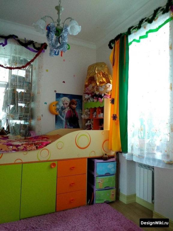 Детская кровать со шкафом под ней