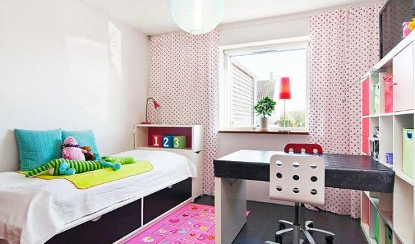 Детский стол и кровать с ящиками