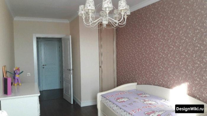 Дизайн детской комнаты в классическом стиле в пастельных тонах