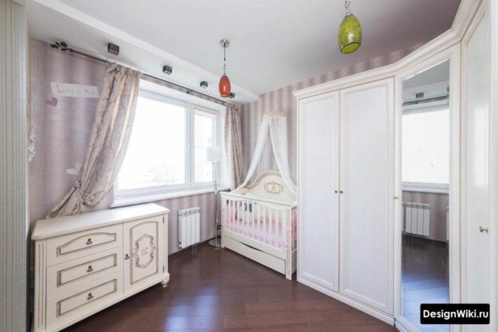 Дизайн детской комнаты с кроваткой