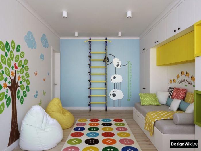 Сочетание голубого зеленого и желтого в дизайне детской комнаты