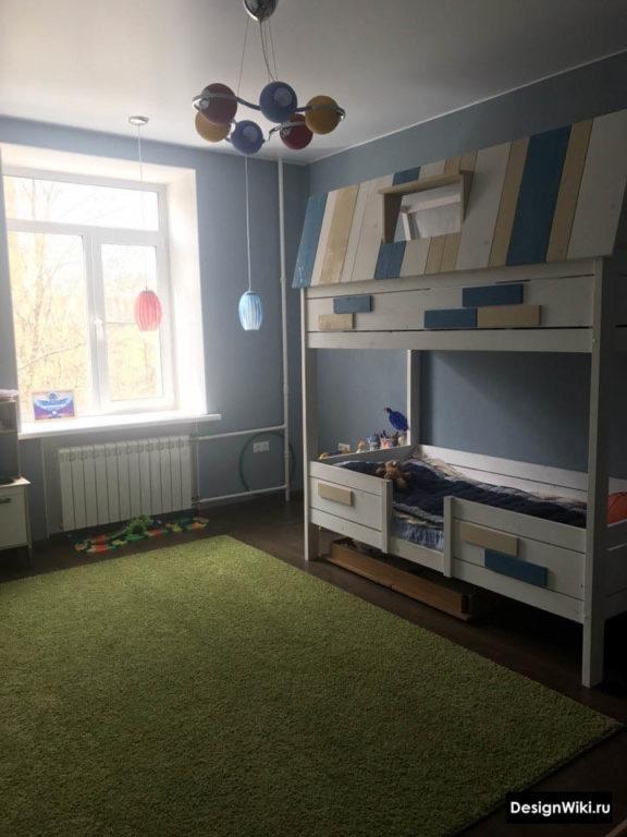 Сочетание зеленого и синего в детской комнате