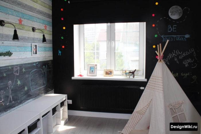 Стена для рисования мелками в интерьере детской комнаты