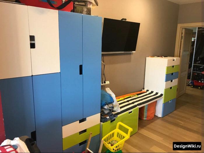 Цветная мебель в детской комнате