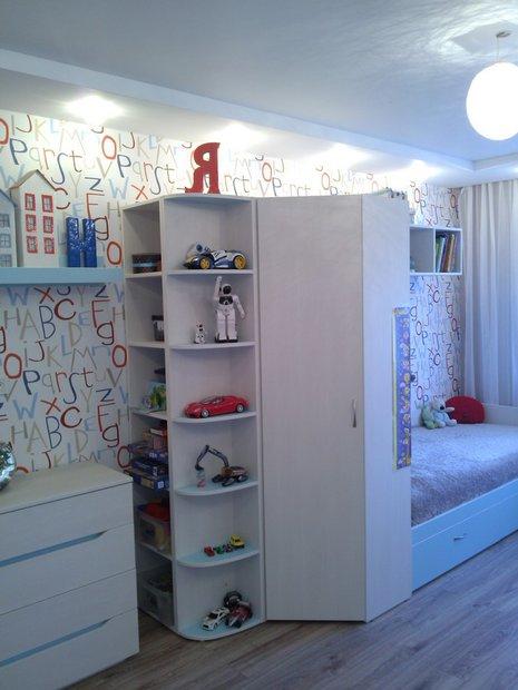 Дизайн детской комнаты для мальчика светлая мебель