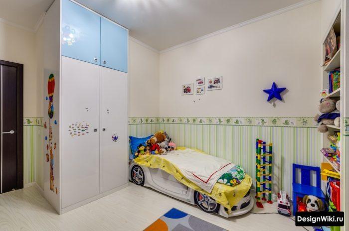 Кровать в форме машины в детской мальчика
