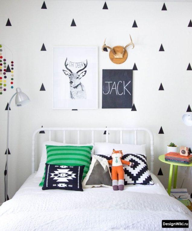 Кровать полуторная в детской комнате мальчика