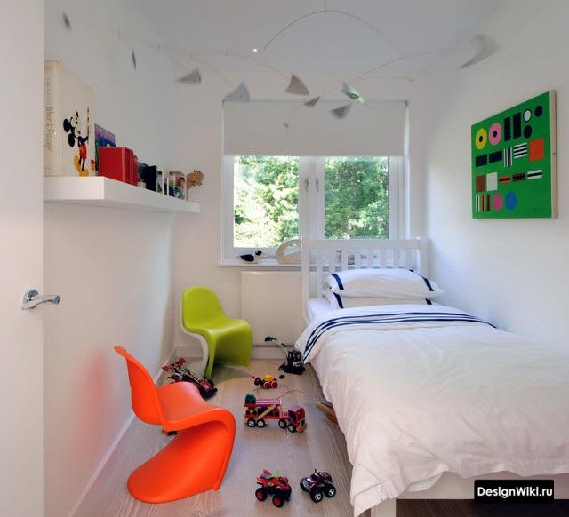Очень маленькая детская комната для мальчика