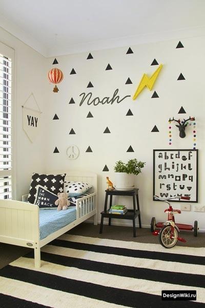 Простая детская комната мальчика