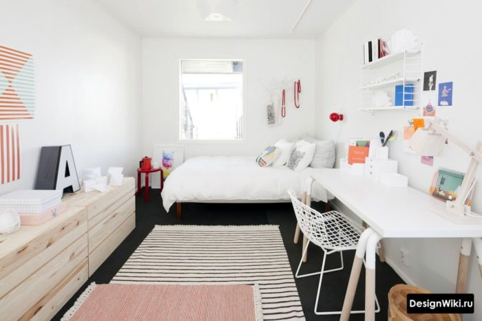 Стильная детская комната мальчика в белых тонах