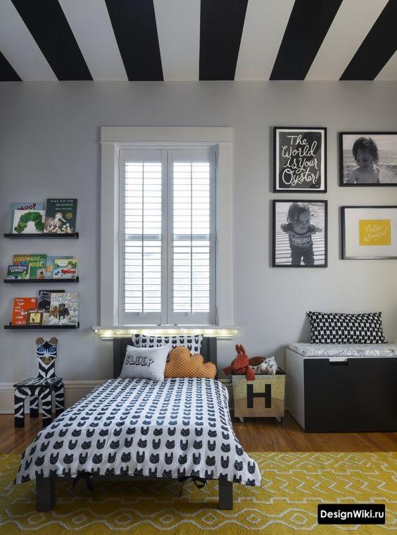 Черно-белый потолок в детской