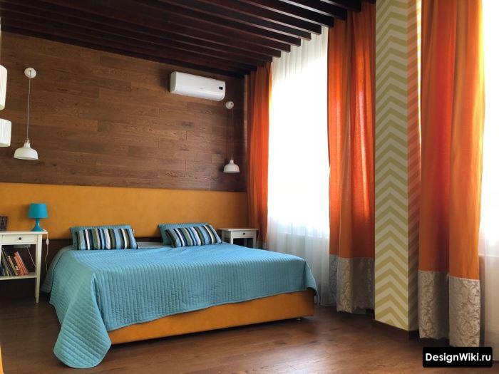 Яркая спальня в стиле эклектика