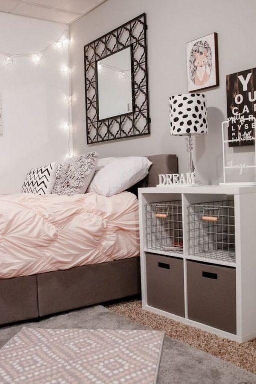 Бледный розовый цвет в дизайне комнаты для девушки