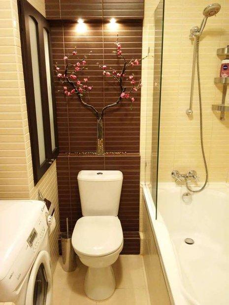 Ванна и стиральная машина в маленькой квартире
