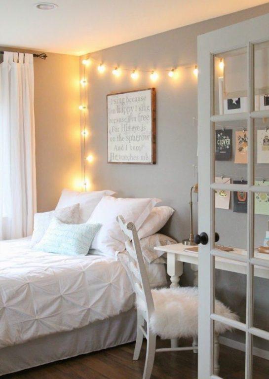 Гирлянда из ламп в комнате подростка