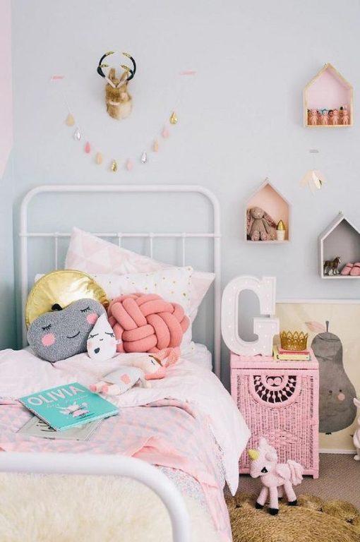 Дизайн комнаты для девушки подростка в розовом