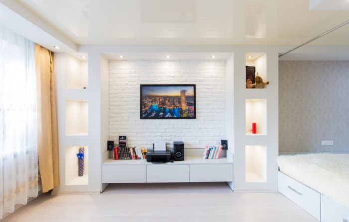 Дизайн комнаты с кроватью в однокомнатной квартире