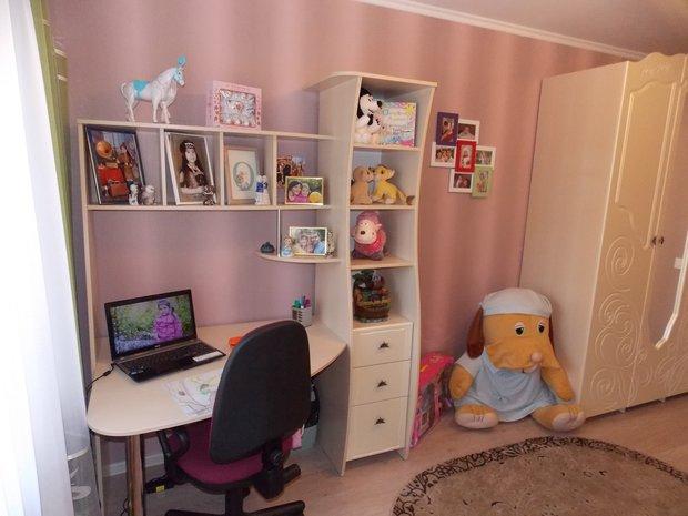 Дизайн рабочего места в детской для девочки