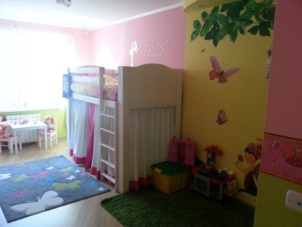 Жёлтый и розовый в дизайне детской для девочки
