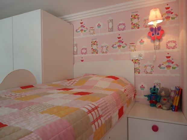 Нежно-розовый цвет в детской комнате