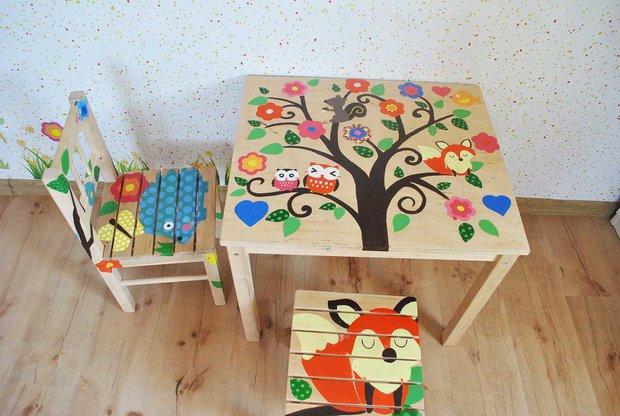 Расписанный деревянный детский столик