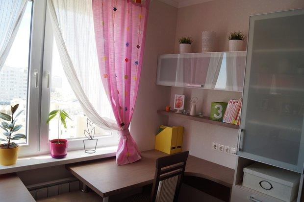 Розовые шторы в детской для девочек