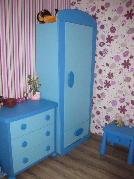 Синяя мебель в детской