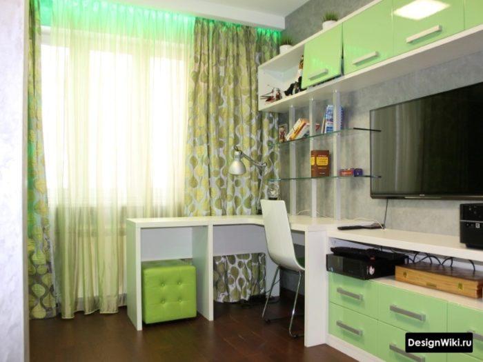 Сочетание белого и зелёного в комнате подростка
