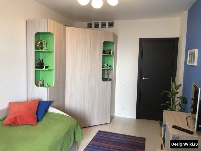 Сочетание синего и зеленого в подростковой комнате