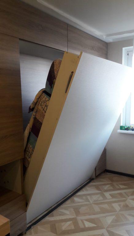 Шкаф трансформер в кровать