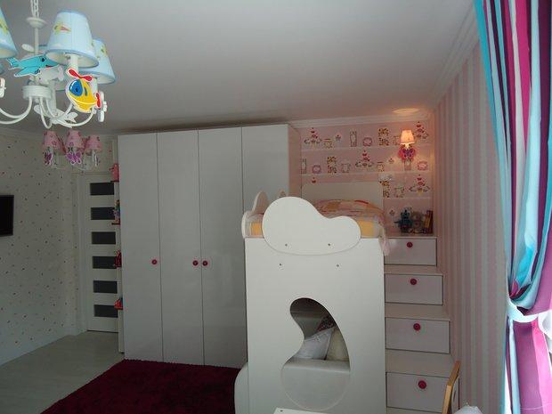 Ящики в лестнице на кровать в детской