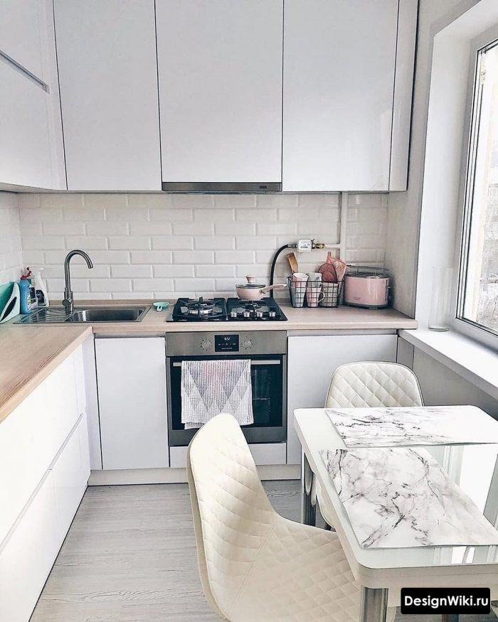 маленькая современная кухня со скандинавскими нотами