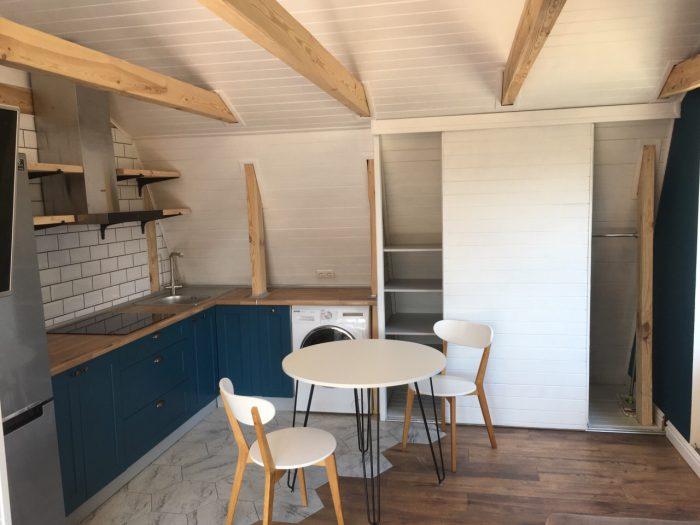 шестиугольная плитка и паркет в скандинавской кухне