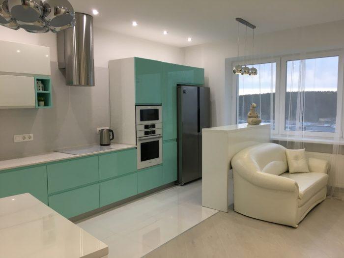 Барная стойка для разделения кухни и гостиной