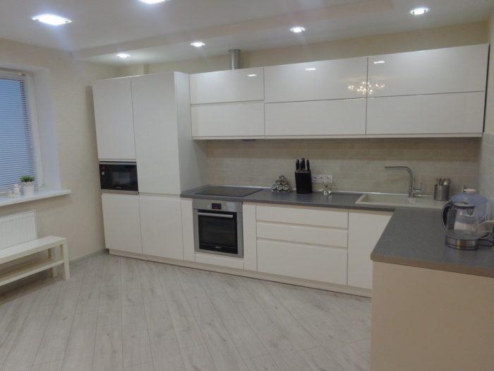 Белый ламинат Эггер для кухни