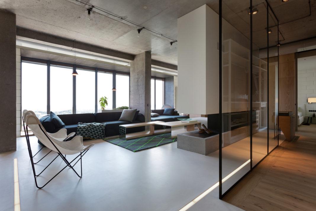 Большой лофт с бетонным потолком