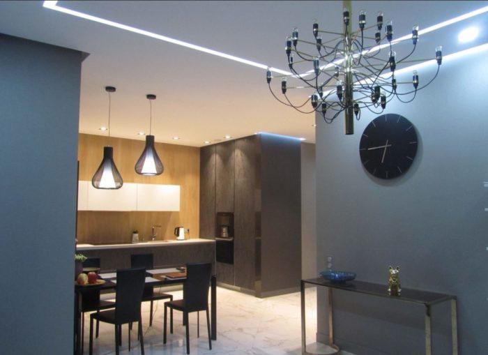 Встроенная в гипсокартонный потолок подсветка