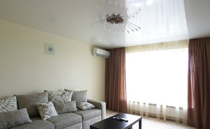 Глянцевый или матовый натяжной потолок