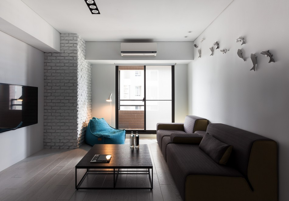 Декоративный кирпич в современной гостинойjpg
