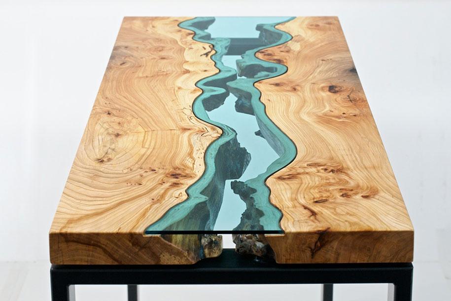 Деревянный журнальный столик с отлитым стеклом