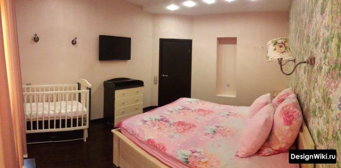 Детская для девочки и спальня в одной комнате
