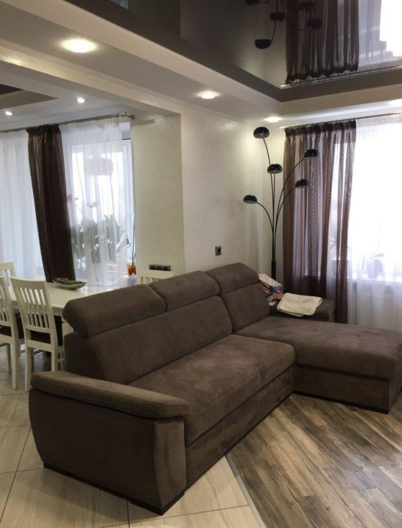Диван-перегородка в интерьере гостиной