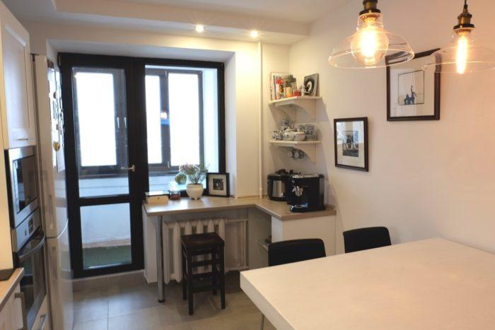 Дизайн кухни с подоконником барной стойкой