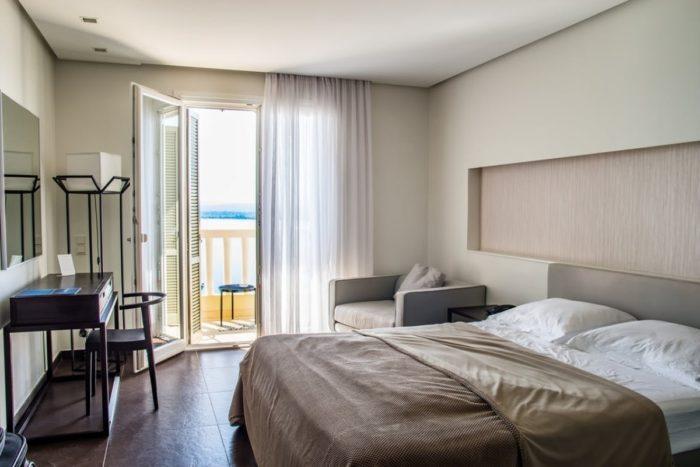 Дизайн спальни в бежевых цветах