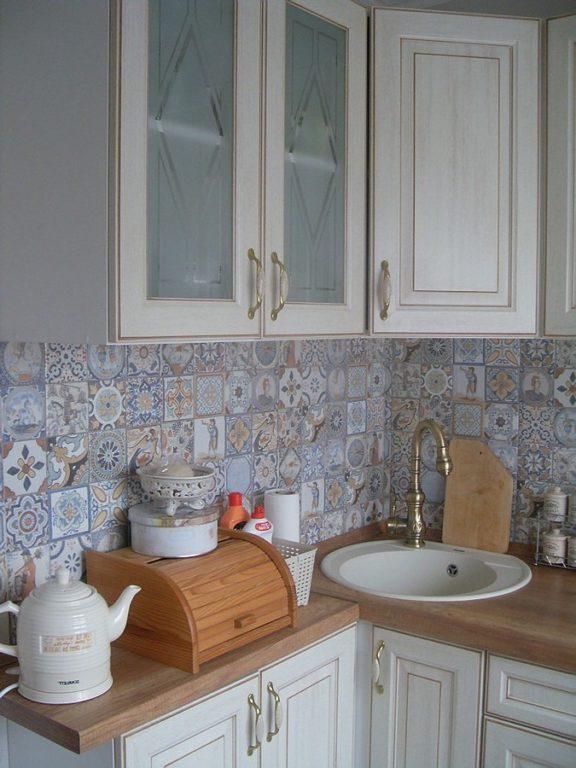 Дизайн фартука для кухни с плиткой с узором