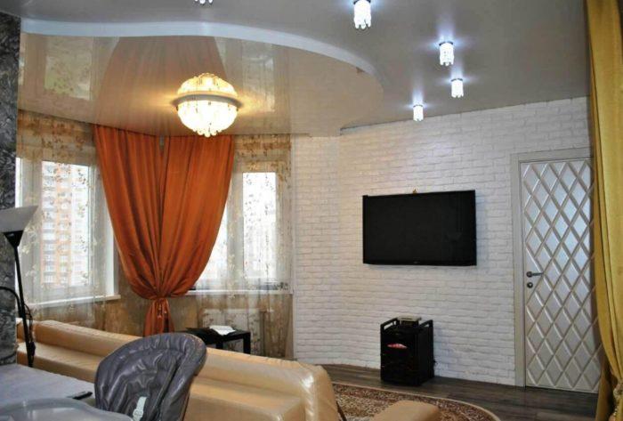 Дизайн фигурного глянцевого потолка