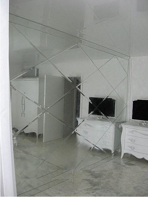 Зеркало с фацетом в дизайне гостиной