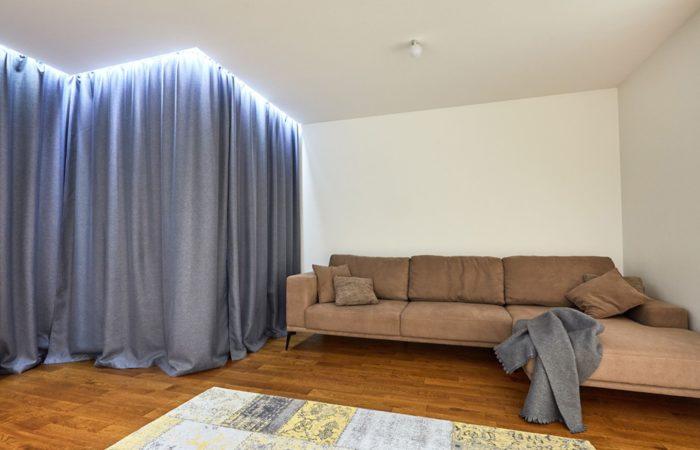 Идея штор в современной гостиной