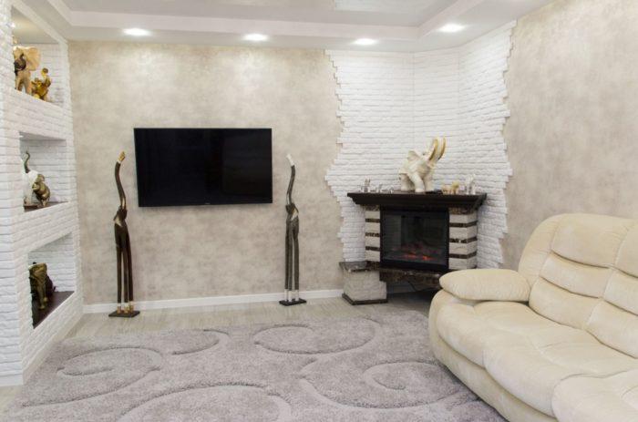 Интерьер гостиной с ковром