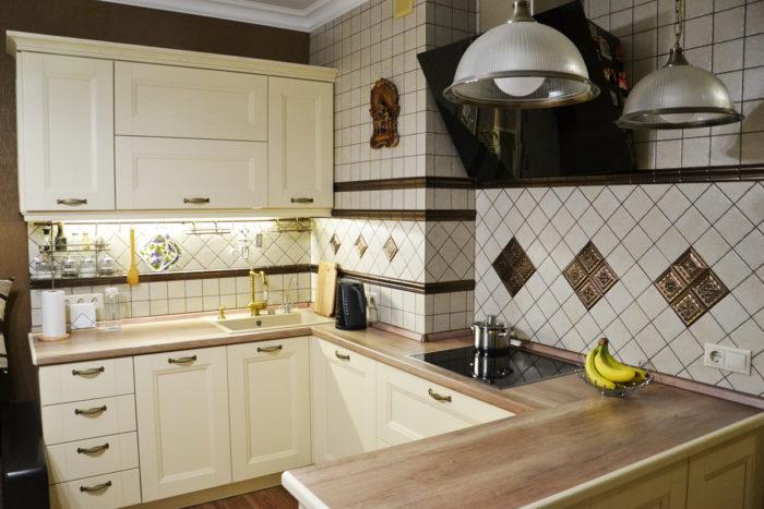 Классическая угловая кухня П-образная